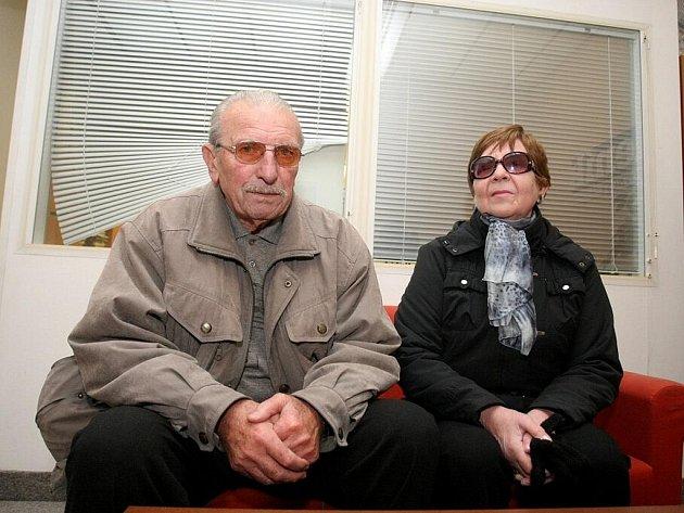 Nejstarší žijící prvoligový brněnský fotbalista Karel Kohlík a jeho žena Daria..