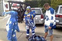 Hokejisté Komety rozdávali v ulicích dárky.