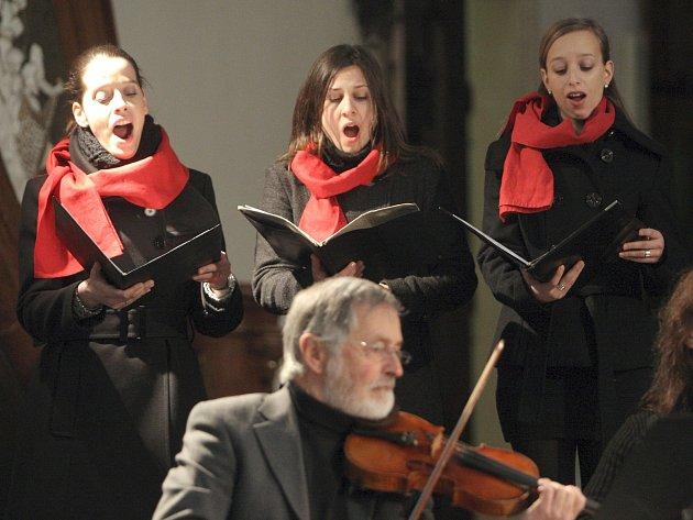 Tóny barokní hudby rozezněly katedrálu svatého Petra a Pavla v Brně. Posluchačům tam zazpíval Dómský komorní sbor a smyčcový kvartet.