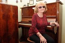 V letech 1956 až 1985 vedla Eva Šlapanská Hudební studio na Janáčkově akademii múzických umění.
