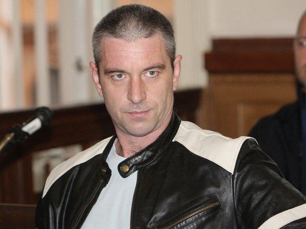 Z vraždy obžalovaný Daniel Marada u soudu v Brně.