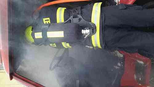 Čtyři jednotky likvidovaly po čtrnácté hodině požár dodávky v Rajhradě.