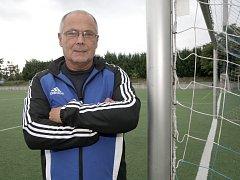 Jiří Hajský měl sport v krvi. Jeho otec i dědeček hrávali nejvyšší soutěž. U fotbalu zůstal. Kromě divizního Blanska trénuje také mládež na umělém povrchu za Lužánkami.