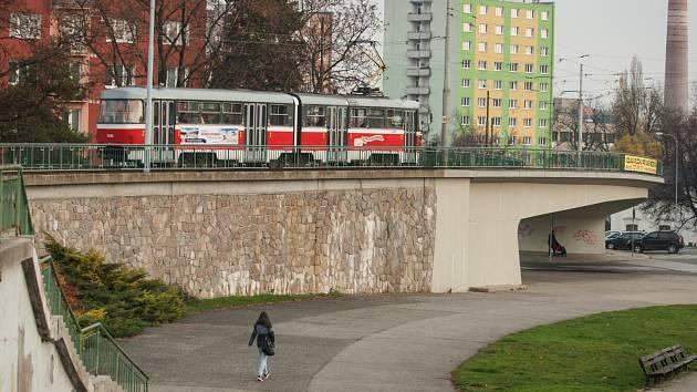 Tramvajový most u výstaviště v brněnských Pisárkách.