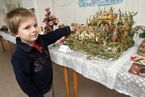 Stovky betlémů lidé od pátku uvidí v brněnském Žebětíně až do neděle.
