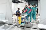V záložní nemocnici na BVV začalo očkování proti covidu 19.