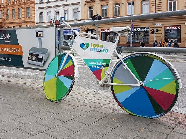 Reklamy na veřejných místech města Brna.