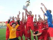 Fotbalisté Bohunic (v červeném) ovládli finálový duel krajského poháru. Lanžhot ve Znojmě porazili 3:2 po penaltovém rozstřelu.