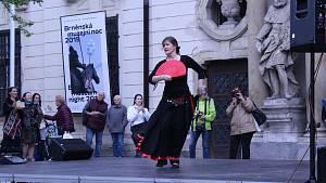 Den tance oslavili flamencem.