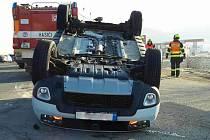 Dopravu u Čebína na Brněnsku zkomplikovala v pondělí o půl desáté ráno nehoda dvou aut.