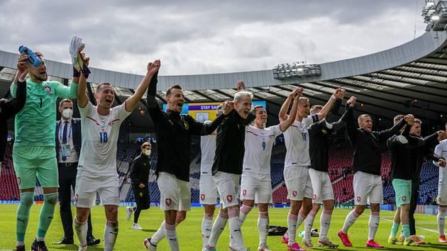 Česká fotbalová reprezentace po výhře 2:0 nad Skotskem.