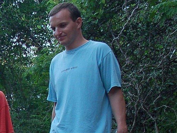 Petr Vašíček. Jeden z potápěčů unesených proudem u ostrova Lembogan. Na rozdíl od svého kamaráda Zdirada Žáka byl zachráněn místními rybáři.