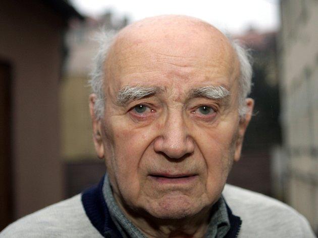 Josefa Ležatku z domu v Merhautově ulici majitel domu Richar Skoukal dokonce napadl.
