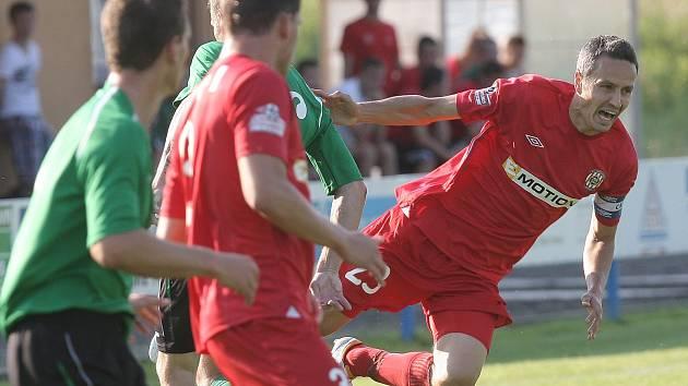 Zbrojovka (v červeném vpravo Tomáš Janotka) si v přípravě proti Senci zastřílela. Nejprve vyhrála 3:1, poté 4:1.
