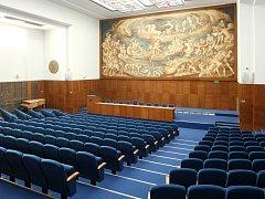 Opravená aula Právnické fakulty Masarykovy univerzity v Brně.