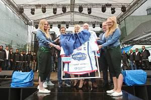 Na Dni Starobrna se představila i skupiny Queenie. Rovněž byl představen a pokřtěn nový dres Komety Brno.