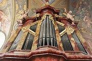 Pro srovnání: varhany v loretánské kapli při minoritském klášteře sv. Janů v Brně ještě před opravami.