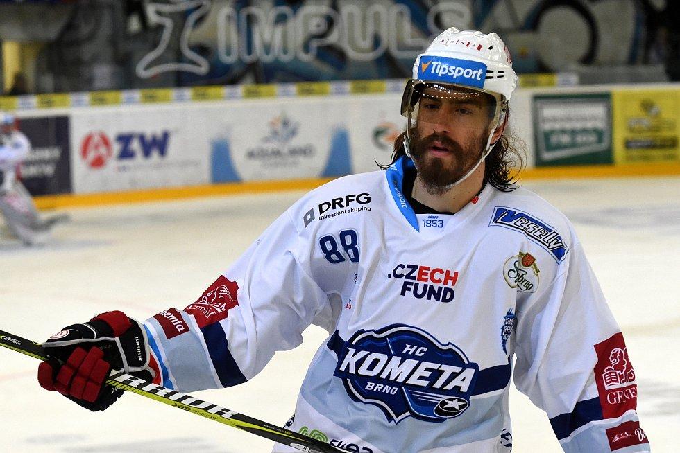 Čtvrté utkání mezi Kometou Brno v bílém (Peter Mueller) a Hradcem Králové.
