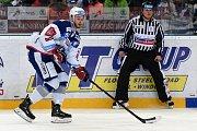 HC Kometa Brno v bílém (Radim Zohorna) proti HC Energie Karlovy Vary.