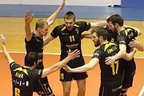 Brněnští volejbalisté se radují v zápase s Benátkami nad Jizerou.