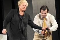 Zdena Herfortová v roli zesnulé židovské matky a Erik Pardus jako její syn Manuel.