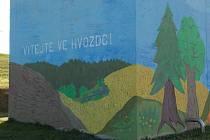 Čističku nyní zdobí malba s přírodními a pohádkovými motivy.