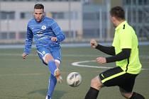 O titulu v brněnské 1. DRFG lize malého fotbalu pro RKM Tripoli (v modrém) rozhodl zápas s Gioiou.
