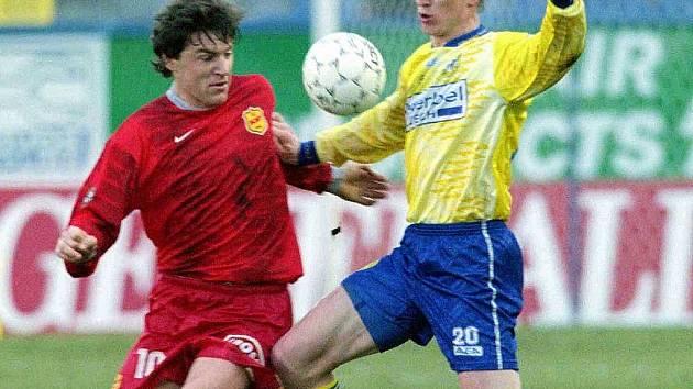 Fotbalista Pavel Holomek (vlevo) v brněnském dresu.