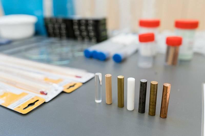 Laboratoř ozvláštní výuku přírodních předmětů.