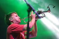 Tomáš Klus, Monkey Business nebo Xindl X. To jsou jen někteří oblíbení čeští hudebníci, kteří se letos představili na festivalu Moravské hrady. V pátek a v sobotu si jejich hudbu užili i Brňané.