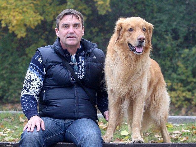 Petr Vokřál se svým psem.