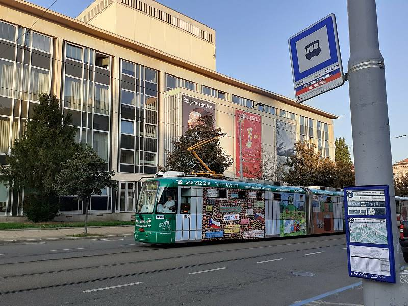 Už tři roky tramvaje míjí zastávku Janáčkovo divadlo. Na místě zastavuje jen autobusová linka číslo 67.