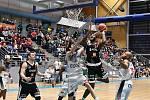 Basketbalisté egoé Brno (v bílém) sehráli s Nymburkem před zaplněnou halou důstojný zápas.