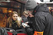 V noci z pátku na sobotu se konala pravidelná akce, při které revizoři brněnského dopravního podniku kontrolovali jízdenky v nočních autobusových linkách, takzvaných rozjezdech.