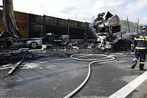 Hromadná nehoda se stala ve středu dopoledne na 189. kilometru dálnice D1 u Brna. Tři lidé zemřeli.