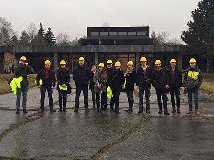 Vedení radnice pozvalo studenty brněnského Vysokého učení technického, aby se na obnově síně brněnského architekta Ivana Rullera podíleli. Studenti stavební fakulty si smuteční síň prohlédli minulý víkend.