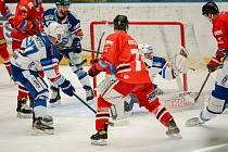 Hokejisté Mory (v červeném) hostili v 37. kole extraligy Kometu Brno.