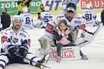 Brankář Marek Čiliak oslavil postup do semifinále přímo na ledě se svou dcerou.
