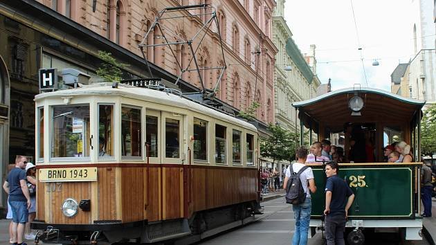 Historická tramvaj Caroline projela Brnem u příležitosti každoroční události Dopravní nostalgie.