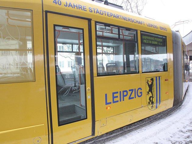 Nová tramvaj propaguje čtyřicáté výročí partnerství Brna a Lipska.