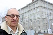 DOMOVSKÁ FAKULTA. Imrich Vašečka působí na Masarykově univerzitě v Brně na katedře sociální práce a sociální politiky fakulty sociálních studií (v pozadí). Soustředí se na problematiku menšin.