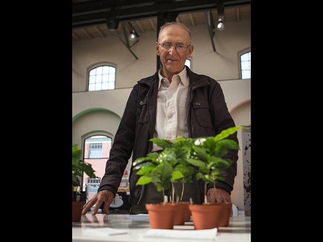 V pátek Jan Urbánek o kávovnících přednášel také na brněnském Týdnu kávy, který končí ve středu.