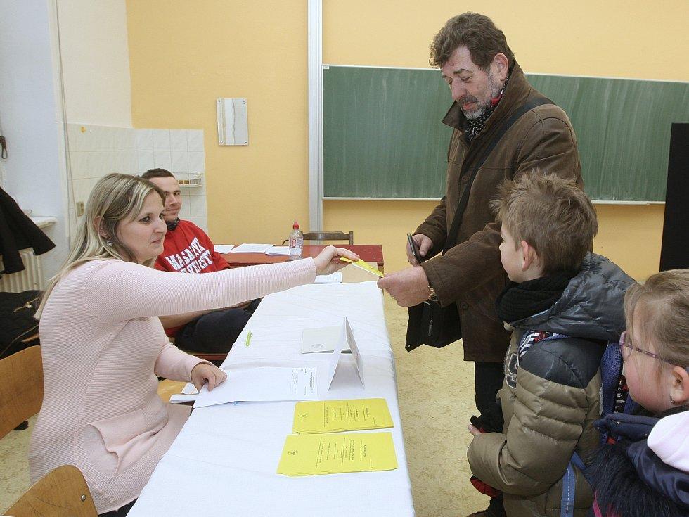 Druhé kolo prezidentských voleb - herec Zdeněk Junák.