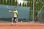 Václav Šafránek na tenisovém kurtu při výcviku