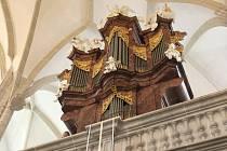 Po sedmileté rekonstrukci se v sobotu kostelem Povýšení svatého kříže v Doubravníku na Brněnsku opět v plné síle rozezněly kostelní varhany.