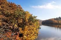 Výlet na hrad Veveří je v tomto čase plný podzimních barev.