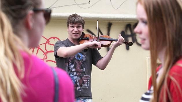 Pouliční muzikanti v centru Brna.