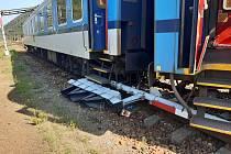 Rychlík směřující z Havlíčkova Brodu loni v srpnu ve stanici Tišnov na Brněnsku vykolejil.