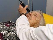 ční klinika NeoVize v brněnských Židenicích vznikla v roce 2008. Lékaři tam v současné době denně zvládnou kolem dvaceti operací či zákroků, většina z nich trvá přibližně čtvrt hodiny.