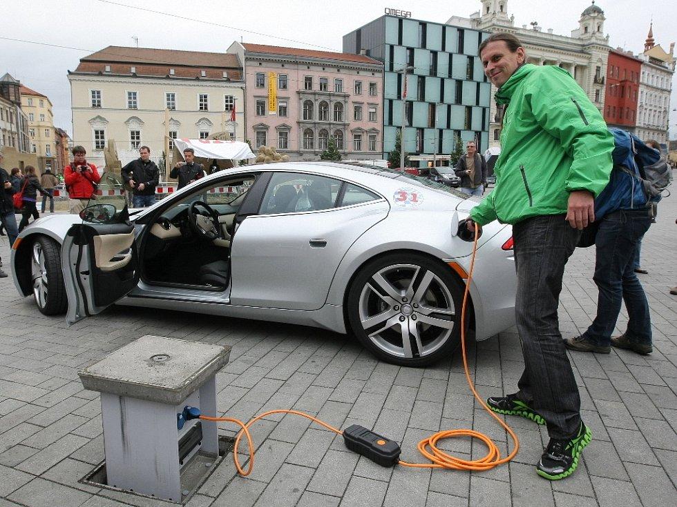 Elektromobily na náměstí Svobody v Brně.